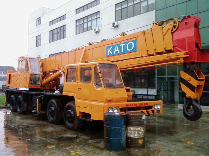 used original KATO NK500E-III 50T truck crane