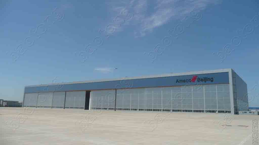 Sliding hangar door aircraft docking folding