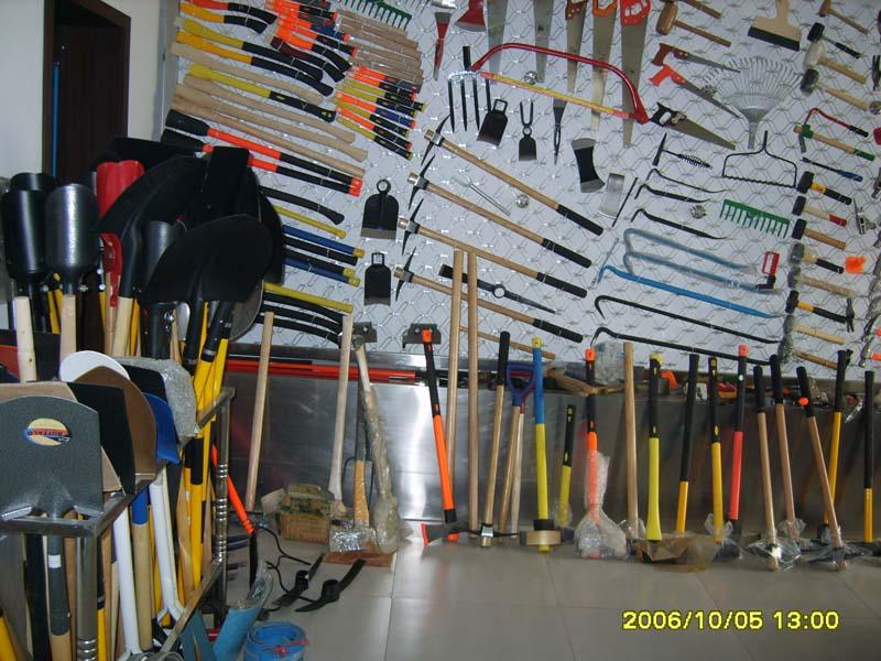 hammer,shovel,axe,hoe,rake,fork,wrecking bar,crow bar,saw,
